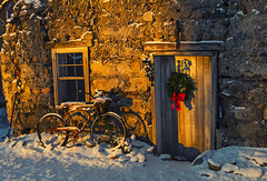 Inviting (Matt Champlin) Tags: warm warmth snow snowy cold winter holiday christmas celebration life nature landscape peace peaceful quiet calm calming barn old antique history historical bike canon 2017 sunrise skaneateles cny home fingerlakes upstatenewyork