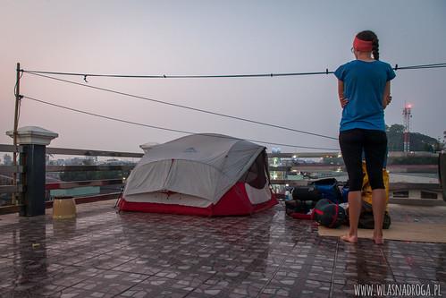 Nocleg na dachu hostelu