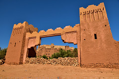 The old gate (T Ξ Ξ J Ξ) Tags: morocco aitbenhaddou d750 nikkor teeje nikon2470mmf28 film shoot mud clay brick
