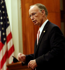 10-01-2015 Governor discusses Public Service with Leadership Alabama Class