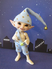 IMG_1866 (cat-soft paws) Tags: bell smile joy улыбка радость колпак бубенчик сказочный fabulous tale сказка stars night звезды ночь stargnome gnome звездныйгном гномик гном indoor soso сосо реалпуки realpuki одежда bjd cap tshirt pants clothing