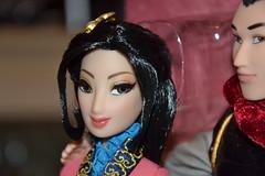 Mulan et Li Shang Fairytale Designer Doll Disney 5642 / 6000 (Girly Toys) Tags: limited edition doll designer fairytale mulan et li shang collection disney 5642 6000 fa mushu chien po chi fu cri kee crikee zhou general aurelmistinguette missliliedolly girlytoys girly toys poupée
