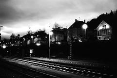 Travel bug (Nikon FE2) (stefankamert) Tags: meinfilmlab wwwmeinfilmlabde stefankamert nikon fe2 nikonfe2 grain night nikkor trix kodak film analog railway lights bw sw baw blackandwhite noir black