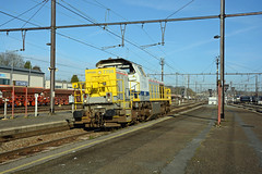 HLE 7794 Infrabel (Z 93162, Schaerbeek-Formation 08:29 - Ronet-Formation 09:49) entering the station of Ottignies on 10th March 2017 (track 3)