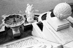 Dry spell (Alfred ter Wal) Tags: minox35gt trixd76 kodaktrix400 bw blackwhite backtobasic analog d76 film filmisnotdead monochrome paleishetloo fountain dry sculpture garden