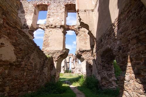 Przejazd bramny przez skrzydło południowe zamku w Bodzentynie
