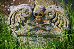 A Tomb in the Priory Churchyard (Dave Hamster) Tags: canonsashby nationaltrust northamptonshire tomb priorychurchyard priory churchyard skull skullandcrossbones crossbones tombstone