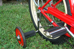 "C08522 (BarneyGoogle99) Tags: red 1948 bicycle stand tank balloon ivory tire chrome spitfire brake pedals handlebar horn schwinn coaster juvenile rods 1949 saddle dx truss grips bendix troxel 20"" mesinger"