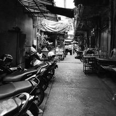 Alley in Pom Prap (kawabek) Tags: thailand alley bangkok motorcycle 路地 タイ オートバイ バイク バンコク thaibike pomprap タイバイク ป้อมปราบ