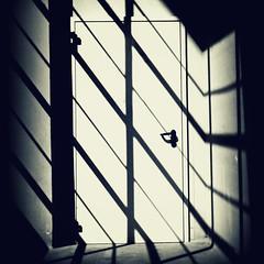 ataviche paure (Rino Alessandrini) Tags: door muro lines wall contrast closed shadows open fear ombre hallway diagonal porta unknown opening righe ignoto sconosciuto phobias contrasto slanting paura corridoio chiusa apertura diagonali aprire obliquo fobie