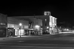 Hotel Niles (Curtis Gregory Perry) Tags: alturas california hotel niles night black white bw neon sign longexposure nikon d800e natë gau ноч нощ nit noc nat νύχτα notte nakts naktis noite lejl natt ночь éjszaka נאַכט रात 夜 夜晚 đêm gece nag usiku dare bosiu gabii gabi wengi alina malam po
