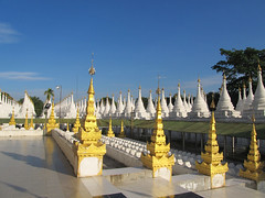 "Mandalay: la pagode Sandamuni <a style=""margin-left:10px; font-size:0.8em;"" href=""http://www.flickr.com/photos/127723101@N04/22754315559/"" target=""_blank"">@flickr</a>"