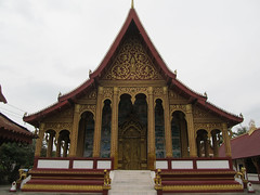 "Luang Prabang: le temple Vat Manorom <a style=""margin-left:10px; font-size:0.8em;"" href=""http://www.flickr.com/photos/127723101@N04/23238254733/"" target=""_blank"">@flickr</a>"
