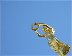 Gëlle Fra, Luxembourg (Wagsy Wheeler) Tags: luxembourg luxembourgcity gëllefra goldenlady memorial warmemorial statue monumentofremembrance gold golden hoop constitutionsquare villehaute monumentdusouvenir nike goddessofvictory queenoffreedom bronze