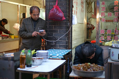Borrow (ah.b|ack) Tags: china street food shop zeiss t 50mm sony xian charging handphone wideopen f15 sonnar eletricity zm a7ii zeisscsonnart1550mmzm a7mk2