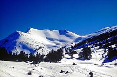 HELMOS Mt. (GEORGE TSIMTSIMIS) Tags: travel blue sky white ski film wideangle adventure climbing velvia mountaineering slides fujichrome 50asa pentaxlx 35mmphoto analoguephoto