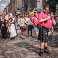 Show selling on Edinburgh's Royal Mile (FotoFling Scotland) Tags: edinburgh festival fringe royalmile kilt performer streetperformer fotoflingscotland
