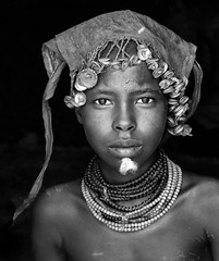 ethiopia - omo valley (mauriziopeddis) Tags: africa omorate omo valley etiopia ethiopia ginka turmi people tribe tribù person portrait portraits ritratto ritratti dassanech mursi karo hamer benna reportage bwn bn bianconero blackandwhite leica canon sl