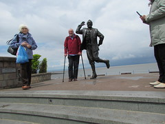 Me & Eric, Eric & me. (daveandlyn1) Tags: statue morecambebay ericmorecambe lancs people sx30is powershot canon bridgecamera