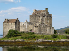 Bricks for the tourists (RIch-ART In PIXELS) Tags: eileandonan scotland eileandonancastle thehighlands castle medieval building buildingstructure architecture canon unitedkingdom schotland seaweed water lochduich loch lake island
