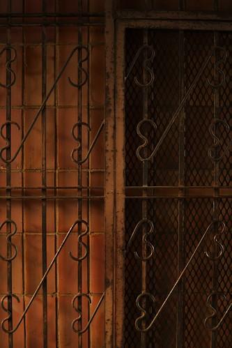 Sisäpihan portti.. / Gate to courtyard