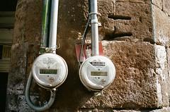meter couple (kbryan1992) Tags: plaza de los mariachis guadalajara jalisco mexico leica m6 voigtlander nokton 35 porta 400
