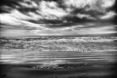 (IMAphotoArt) Tags: mare monocromo bianconero bianco nero argento nuvole cielo acqua schiuma inverno