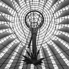 Radial Steel (Photothomas85) Tags: monochrome steel lights geometric texture lines berlin germany radial roof urban city voyage buidling