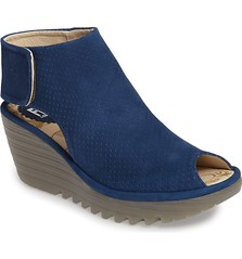 "Fly London Yahl sandal blue • <a style=""font-size:0.8em;"" href=""http://www.flickr.com/photos/65413117@N03/33292056101/"" target=""_blank"">View on Flickr</a>"