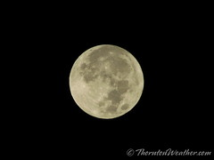 October 27, 2015 - The setting full moon. (ThorntonWeather.com)