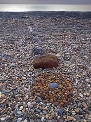 stone art at the beach (scubaluna) Tags: italien detail art beach nature strand outdoors daylight sand meer europa stones linie natur steine mediterraneansea bucht gestein formen mittelmeer erz ocker hochformat olympusesystem isleofelba rostfarben steinkunst eisenhaltig inselelba scubalunaphotography