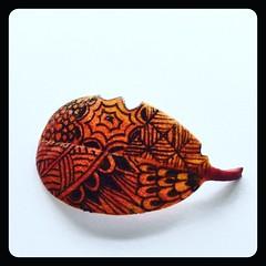 Tangling on a tiny autumn leaf (ilienne) Tags: blackandwhite art zentangle wwwzentanglezooblogspotnl
