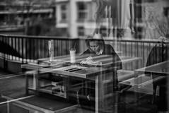 Les résolutions (Mathieu HENON) Tags: leica m240 noctilux 50mm noirblanc blackwhite suisse zurich texto reflet
