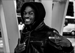 Raider...Twix... (vedebe) Tags: humain people ville city rue street urbain noiretblanc netb nb bw monochrome portrait