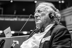 Portrait of Paul Goldschmidt, previous Financial Director at the European Commission, which I captured at the EU Parliament, in the frame of a debate between citizens and EU deputies. #europe #PaulGoldschmidt #parlementeuropeen #eyeeurope #europeanparliam (Ben Heine) Tags: benheinephotography photography composition light smartphone nature landscape beauty beautiful photo photographie art ifttt instagram benheine horizon