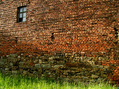 (Nils A. Petersen) Tags: old light red colour brick green window grass topv111 stone wall germany evening interestingness fotograf stones may culture 2006 best leipzig simplicity mostinteresting gras top10 minimalism mybest z1 ordinary 234 backstein natureculture yourfavs i500 seitschen myexplore best36 challengeyouwinner abigfave nap72 nilsapetersen wwwnilspetersenfotografiede