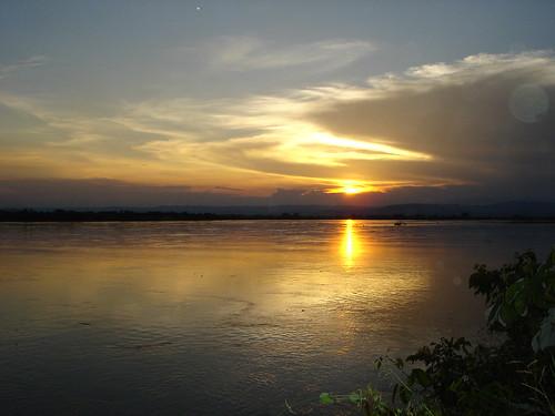Atardecer en el Rio Magdalena, Colombia