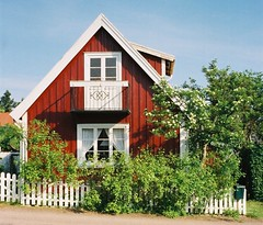 Bstad - rd stuga (Elmar Eye) Tags: houses red sweden timber stuga rd bstad