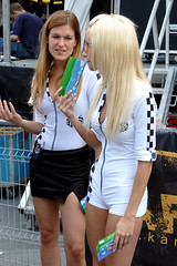 Models In The Crowd (austinhk) Tags: street girls canada one 1 nikon montral d70 quebec nikond70 montreal watching models d70s working grand 2006 f1 crescent prix qubec babes formula nikkor f12006 austinhk austink formulaonegrandprixcanada