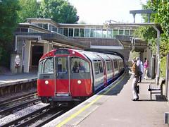 Piccadilly Line. (Fray Bentos) Tags: england london underground tube londonunderground osterley piccadillyline