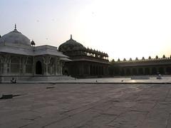 P5011345 (juicyrai) Tags: morning india sunrise muslim islam prayer praying fatehpursikri mosque jamamasjid uttarpradesh