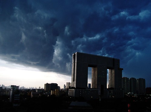 angry sky by AraiGodai.