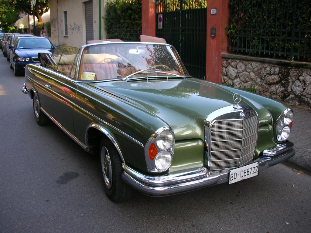 Mercedes cabriolet. go back