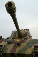 Kingtiger close up ( Tiger 2 ) (rikdom) Tags: army tank military 2006 armor tanks panzer bovington tankfest