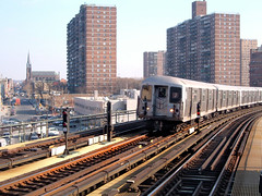 Tren J, circulando por Brooklyn. Foto de Chris&AmyCate