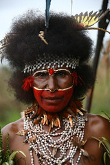 Papua New Guinea (Eric Lafforgue) Tags: pictures people photo highlands pacific picture tribal papou  tribe papuanewguinea ethnic tribo indigenous singsing papu ethnology tribu oceania   niugini 2961 papuaneuguinea lafforgue papuanuovaguinea  guin papuan papouasie papouasienouvelleguine mthagen mounthagen mounthagenshow melanesian papoeanieuwguinea papanuevaguine papuanyaguinea    papanuevaguinea   paapuauusguinea papuanovaguin papuanovguinea   papuanowagwinea papuanyguinea    papusianova bienvenuedansmatribu