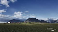 Á Mýrum (Sig Holm) Tags: iceland ísland islande mýrar mýrasýsla 2016 júlí sveit fjall mountain sól skuggar sveitabær snæfellsnes samsung s7 edge