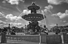 Place de la Concorde, Paris (Willy loves Mary) Tags: blackandwhite placedelaconcorde fontainedesmers