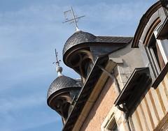 IMG_9015 (NICOB-) Tags: festival automne soleil maison toit loire fentre septembre orlans girouette cielbleu 2015 loiret pansdebois chienassis