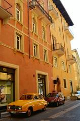 Verona flair (Jamila Hajam) Tags: italien houses italy house color car yellow verona feeling flair fassade